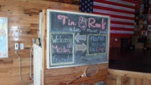 A Tin Roof welcome